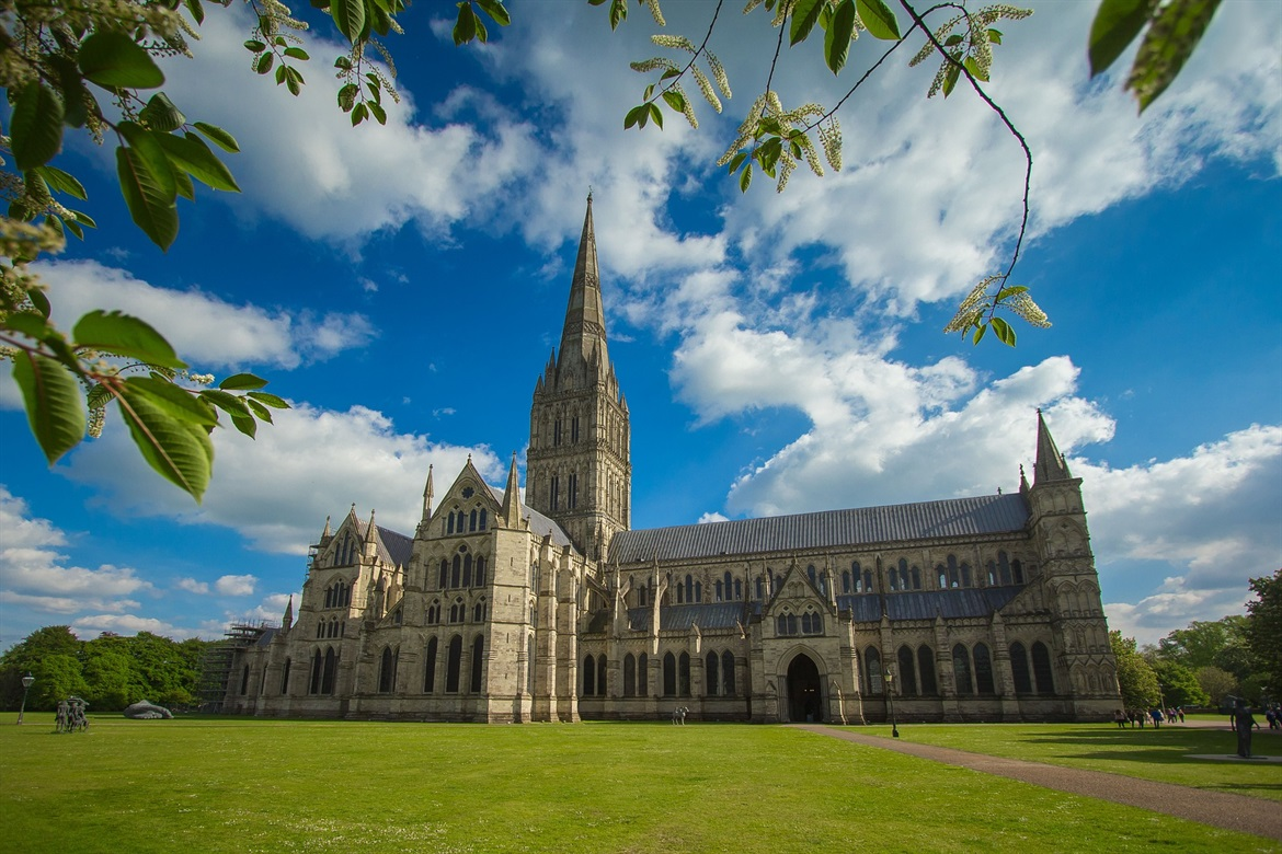 cathedral-1434706_1920